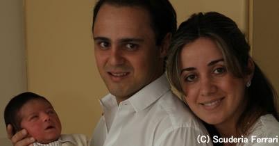 マッサ、赤ちゃんとの家族写真を公開 thumbnail